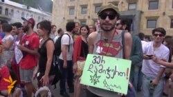 ასობით ახალგაზრდა მარიხუანის დეკრიმინალიზაციას მოითხოვს