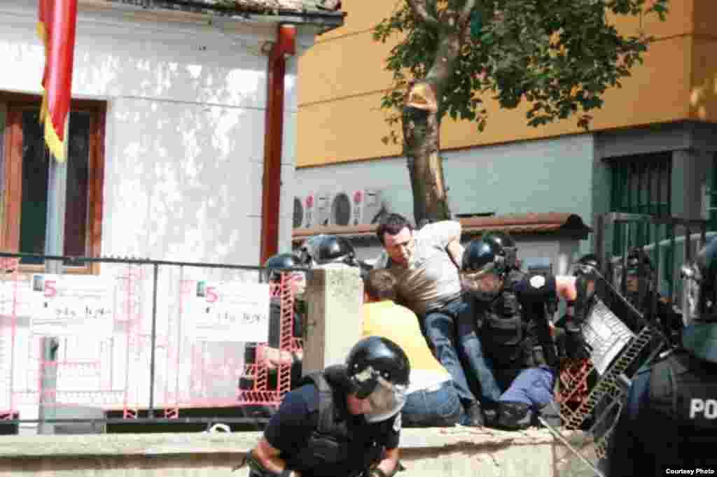 Fotografije: Lëvizja Vetëvendosje (Pokret Samoopredeljenje)