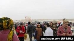 Öňki bazarda hepdäniň üçünji, dördünji, şenbe we ýekşenbe günleri bazar bolýardy. Emma täze açyljak bazarda söwda her gün bolar diýlip, habar berilýär.