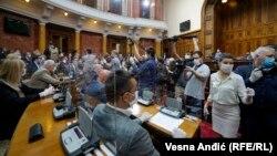 Zasedanje Skupštine Srbije pod maskama