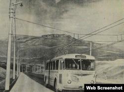 Троллейбус Škoda 8Tr на трассе Алушта-Ялта. Фото А. Рябцова, «Курортная газета», 26 июля 1961 года, № 147 (5041)