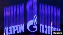 """Орусиянын ири """"Газпром"""" компаниясынын Санкт-Петербург шаарындагы жарнамасы, 14.11.2013"""