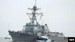 Լեհաստան - Ամերիկյան ռազմանավը մուտք է գործում Գդինյա նավահանգիստ, մայիս, 2015թ․