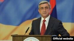 Президент Армении Серж Саркисян выступает на вечере фонда «Айастан»