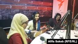 از راست به چپ: شفیقه بشارت شاعر و نویسنده، فضیله ضمیر رباب نواز و عفیفه ساکب خبرنگار رادیو آزادی در کابل. August 12 2019