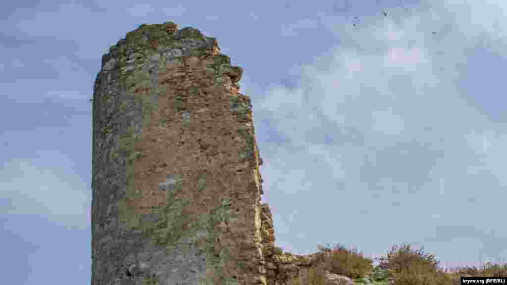 Руїни стародавньої фортеці Каламіта. Загалом було шість веж, але до наших часів збереглися лише три – це одна з них