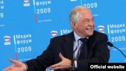 Знает ли спикер Госдумы Борис Грызлов о том, как относятся ученые к его соавтору Виктору Петрику?