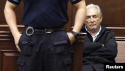 Доминик Стросс-Кан в суде нью-йоркского района Манхэттен