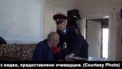 Кадр из видео, снятого женой Александра Приходько