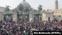 Студенттердин демонстрациясы жана иш таштоодон улам Каир университетинде окуу жараяны токтоду. 1-декабрь 2013