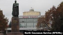 Театральная площадь во Владикавказе