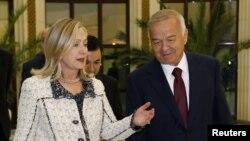 Встреча госсекретаря США Хиллари Клинтов и президента Узбекистана Ислама Каримова в Ташкенте. 22 октября 2011 года.