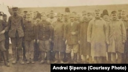Prizonieri Centrali la Șipote. Sursa: Andrei Șiperco (ed.), Tragedii și suferințe neștiute...., 2003 (AFB, E 2020 Schachtel nr. 111).