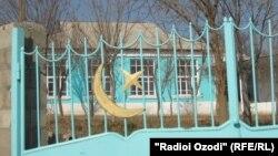 Одна из закрытых мечетей в Душанбе. Иллюстративное фото.