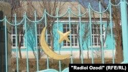 Закрытая мечеть в Таджикистане.