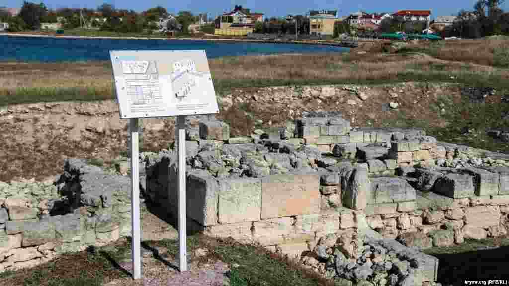 Калос Лімен у IV ст. до н.е. заснували греки-іонійці. Місто площею приблизно чотири гектари оточувала фортефікаційна стіна з чотирикутними вежами. Нині тут розташовується історико-археологічний заповідник «Калос Лімен». Його заснували 1997 року для вивчення і популяризації цього унікального археологічного об'єкта