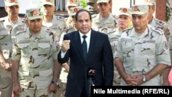 Нынешний президент Египта Абдель Фаттах ас-Сиси (в центре).