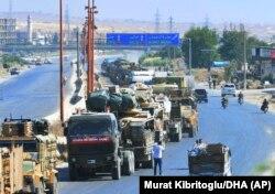 თურქეთის სამხედრო კოლონა პროვინცია იდლიბის ჩრდილოეთ ნაწილში. 2019 წ. 30 აგვისტო.