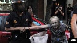 Арешт жінки у Мадриді під час одного з мітингів
