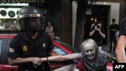 Задержание протестующих в ходе демонстрации в Мадриде 13 июля