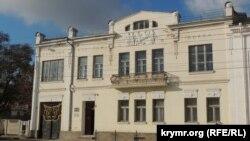 Здание музея древностей в Керчи