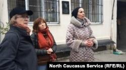 Мадина Ахмедова (справа)