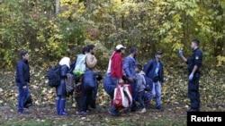 Pamje e migrantëve në kufirin Austri - Gjermani
