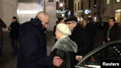 Khodorkovsky meets his mother Marina in Berlin on December 21.
