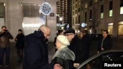 Ходорковский ата-энеси менен кездешкен учур. Берлин, 21-декабрь, 2013-жыл.