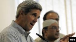 اسلام آباد،د امریکا سېنېتر جان کېري او د پاکیستان ولسمشر آصف علي زرداري خبري کنفرانس کوي