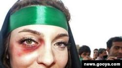 یکی از زنان معترض به نتایج انتخابات