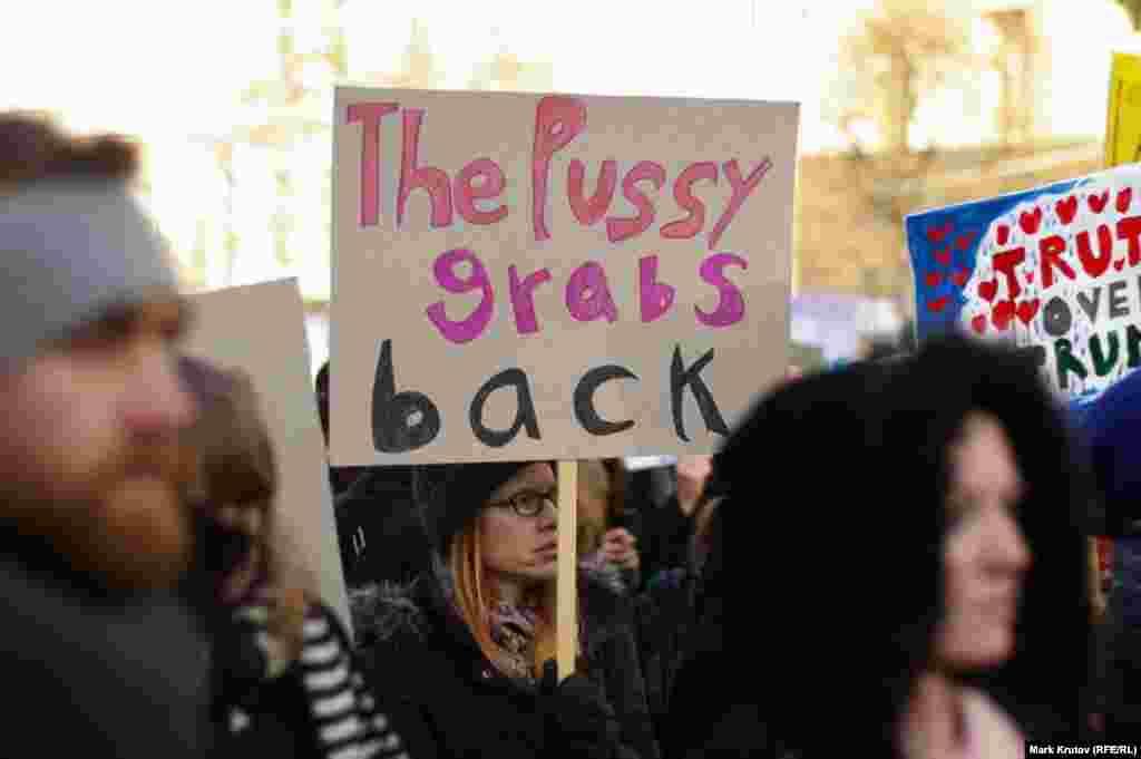 Акция в Праге, Чешская Республика, в поддержку Марша женщин в Вашингтоне