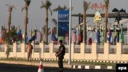 نیروهای محافظ در مقابل محل برگزاری کنفرانس شرم الشیخ
