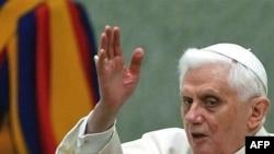 Папа Римский Бенедикт ХVI вынужден оправдывать церковь перед лицом серьезных обвинений.