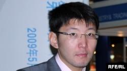 Независимый журналист Алмас Кушербаев.