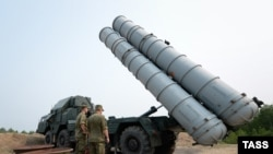 Russia had previously suspended a deal to supply advanced long-range S-300 missile systems to Iran, linking the decision to UN sanctions. (file photo)