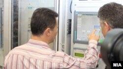 """Премиерот Никола Груевски го означува почетокот на работењето на новиот хидроенергетски капацитет ХЕЦ """"Света Петка""""."""
