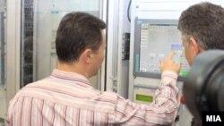 """Премиерот Никола Груевски го означи почетокот на работењето на новиот хидроенергетски капацитет ХЕЦ """"Света Петка"""" на 1 август 2012."""