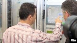 """Премиерот Никола Груевски и генералниот директор на АД """"Електрани"""" на Македонија Влатко Чингоски го означија почетокот на работењето на новиот хидроенергетски капацитет ХЕЦ """"Света Петка"""" на 1 август 2012 година."""