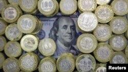 Доллар мен теңге. (Көрнекі сурет)