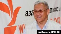 Нияз Тобыш, аудармашы. Алматы, 27 маусым 2012 жыл.