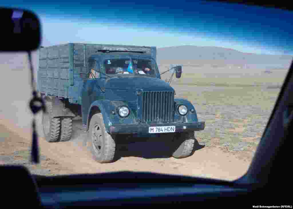 В сельской местности до сих пор можно встретить такие грузовики.