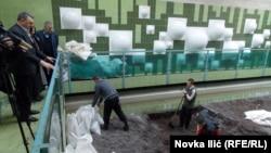 Zamena peska na filterskim poljima, ilustrativna fotografija