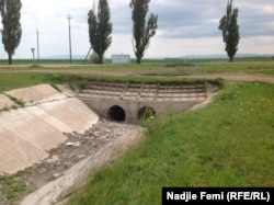 Русло водного каналу у Советському районі Криму