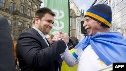 Украина тышкы эшләр министры Павло Климкин референдум алдыннан Амстердамда тавыш бирергә үгетләп йөрде, 3 апрель
