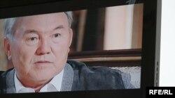 Кадр из фильма «Нурсултан. Большая игра президента». Снимок с экрана телевизора. Астана, 6 июля 2010 года.