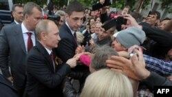 Ресей президенті Қырымдағы Симферопольға барған сәт. 9 мамыр 2014 жыл.
