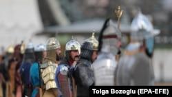 Турецкий почетный караул у президентского дворца в Анкаре готовится к встрече Путина