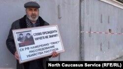 Муртузали Гасангусенов на пикете, Махачкала
