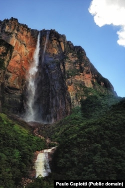 Водопад Анхель в Национальном парке Канайма. Фото Paulo Capiotti